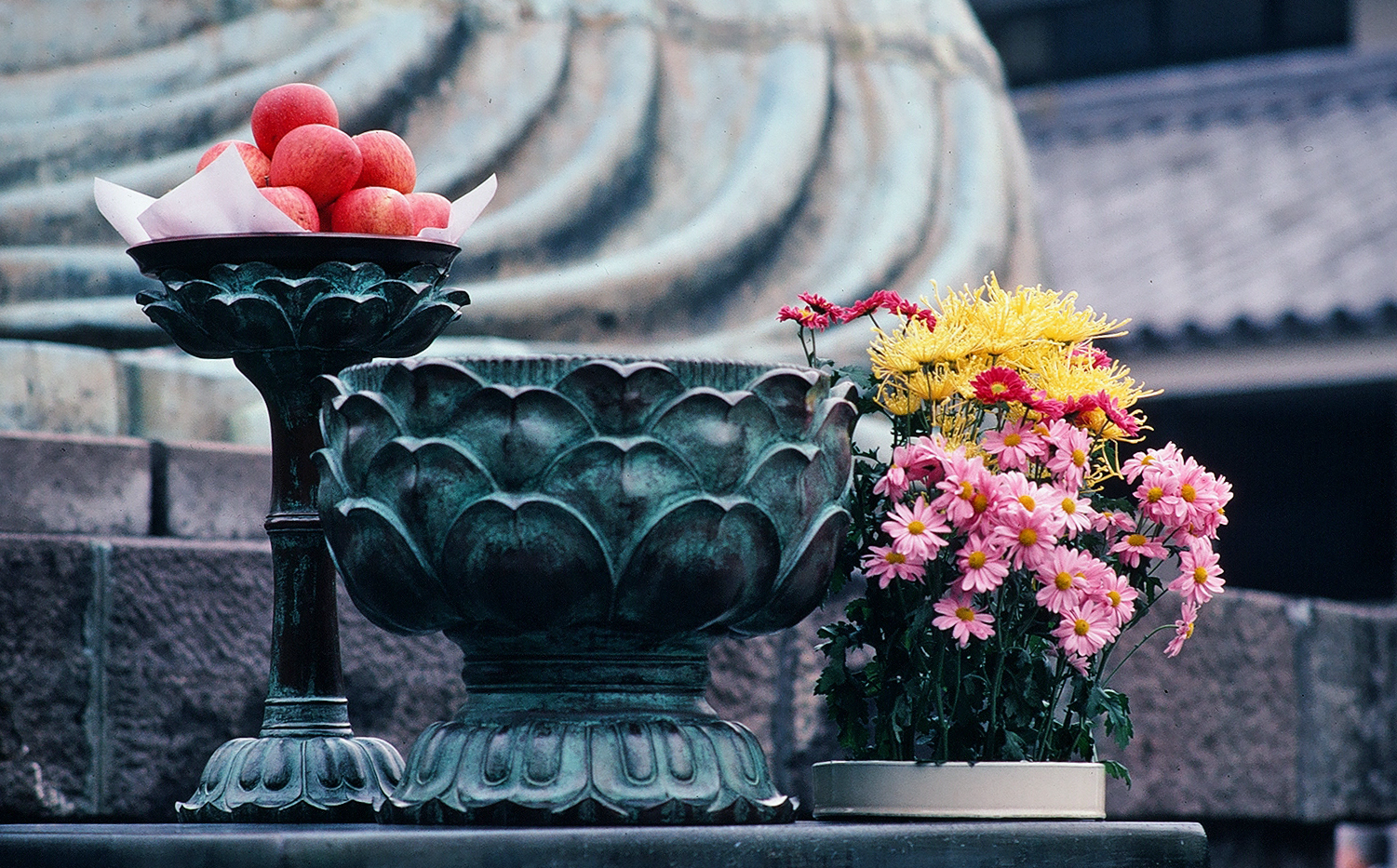 Offerings, Great Buddha of Kamakura, Kotokuin Temple, Kamakura, Japan, 1980, by Terry Feuerborn (c) 2013 https://www.flickr.com/photos/travfotos/10985369725/